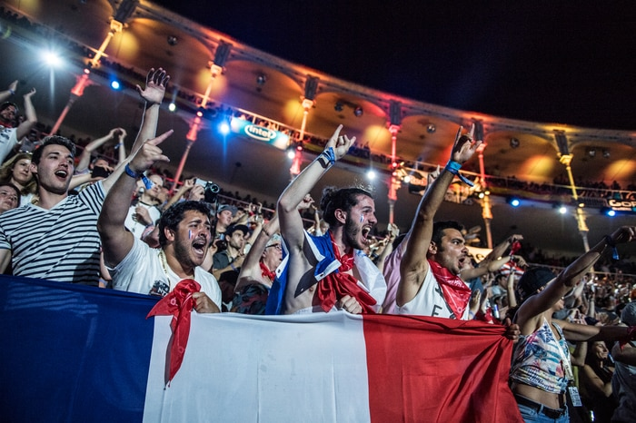 The French Crew cheered Tom to victory